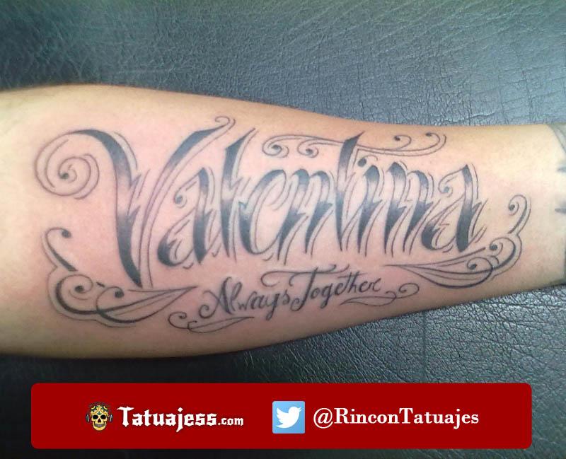 Tatuaje de nombre en el brazo (VALENTINA)