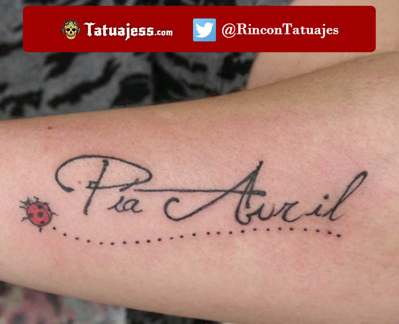 Tatuaje de nombre para mujer (Hijos)