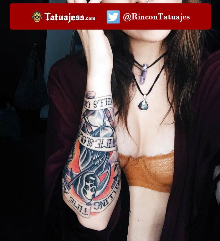tatuaje-para-mujer-en-el-brazo-calavera