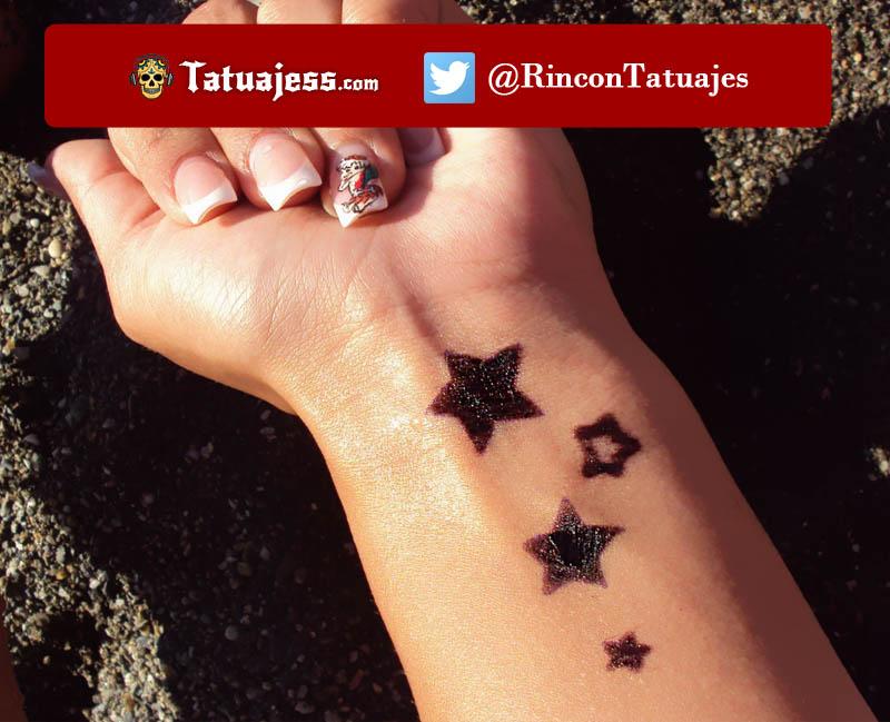 Tatuaje para mujer en la muñeca (Estrellas)