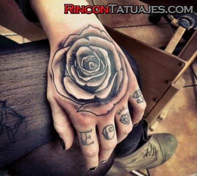 Tatuajes De Rosas Ideas Y Fotografías