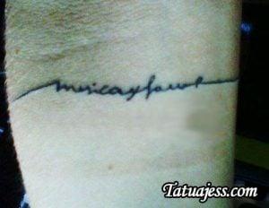 Tatuajes de Calu Rivero - Música, por favor