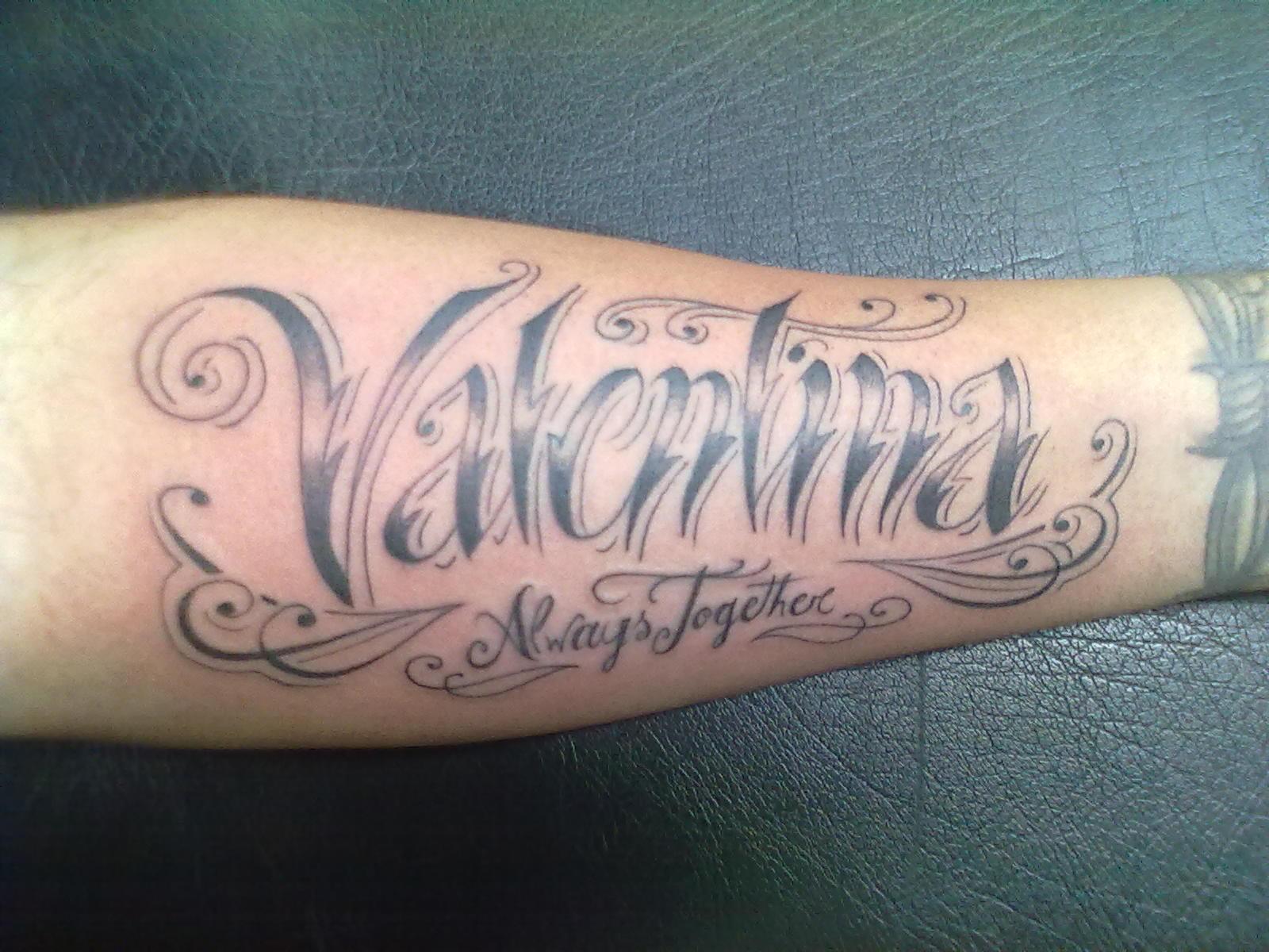 Tatuajes de nombre en el brazo 5