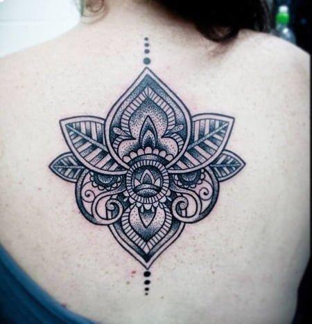 Tatuajes Mujer Espalda Amazing Las Flores Se Destacan En Este