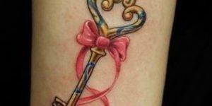 Tatuaj lazo y llave