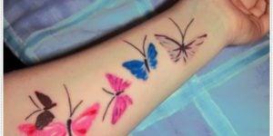 Tatuaje de mariposas de colores