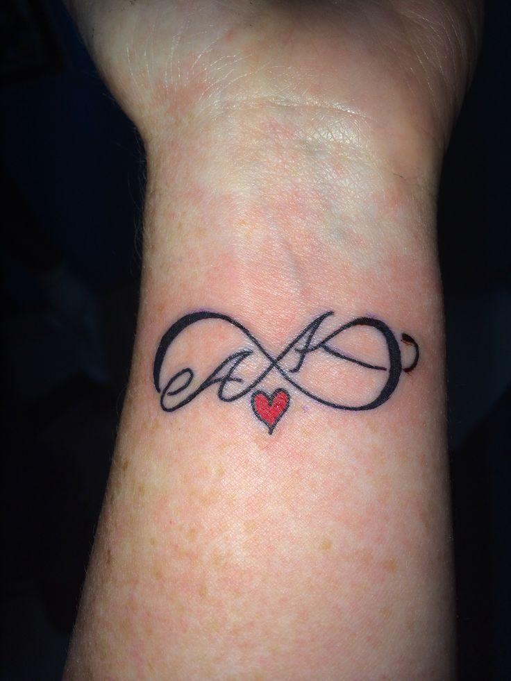 Tatuajes de iniciales ...U Letter Design Tattoo