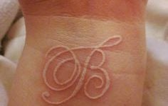 diseños letra inicial tatuaje