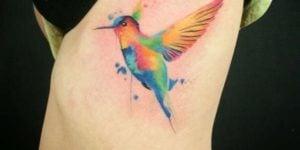 tatuaje color colibri