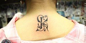 tatuaje letra inciial