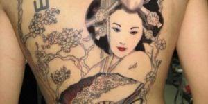 tatuajes de geishas espalda